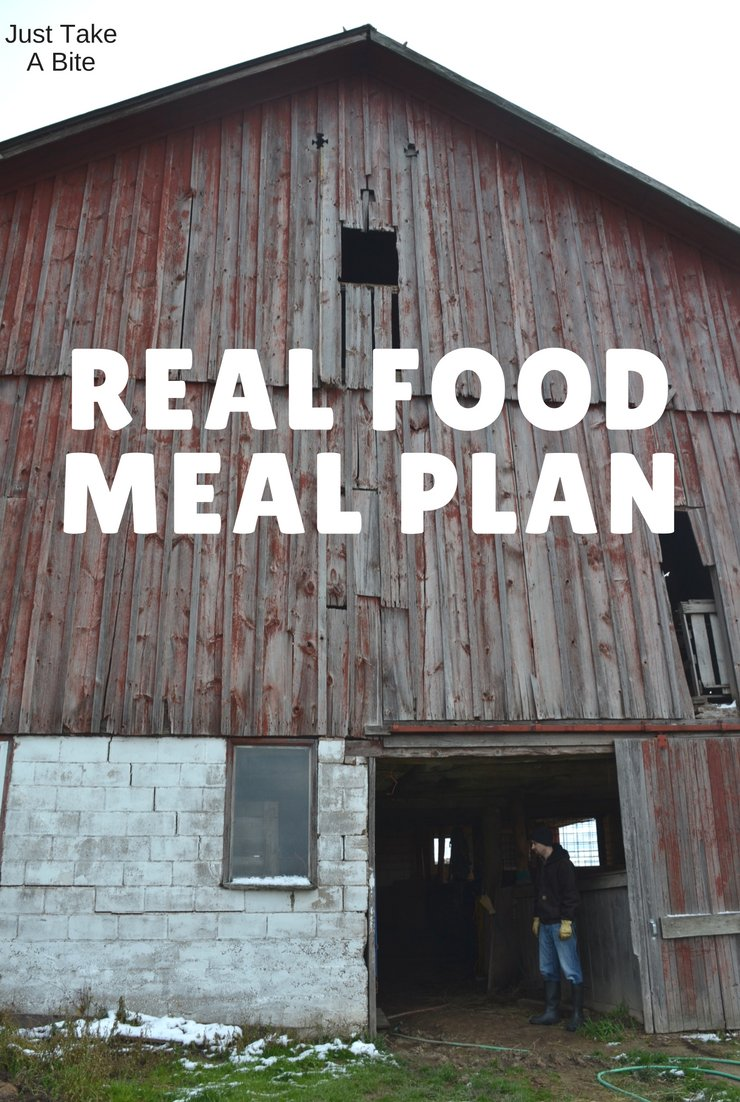 This week's real food meal plan and agenda focus on Christmas and moving preparations. The two week countdown is on!