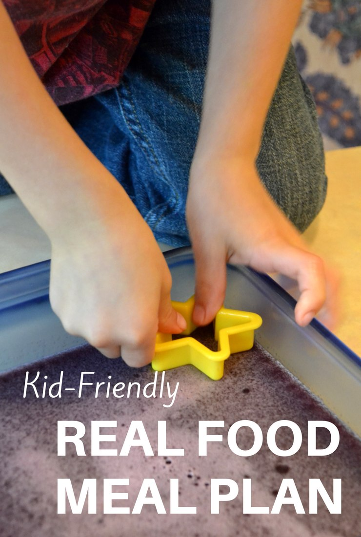 This week's kid-friendly real food meal plan and agenda include easy meals, time with friends and my first trip to Aldi!