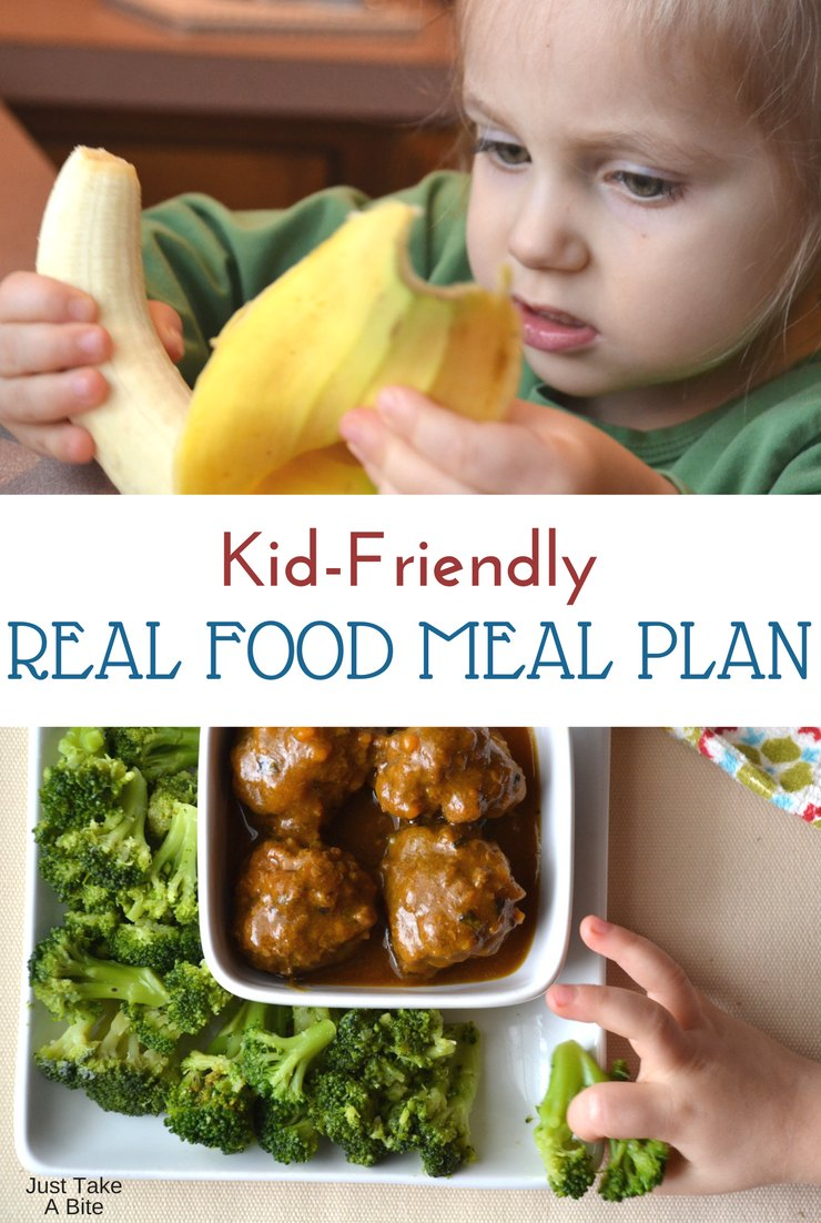 This week's kid-friendly real food meal plan includes tacos (my toddler's request), salmon cakes and some big meals while we have guests!